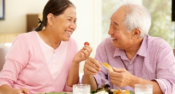 เมื่อเข้าสู่ วัยสูงอายุ ผู้สูงอายุบางคนรับประทานอาหารได้น้อยลงอาจเนื่องมาจากมีการเปลี่ยนแปลงทางร่างกาย และจิตใจ
