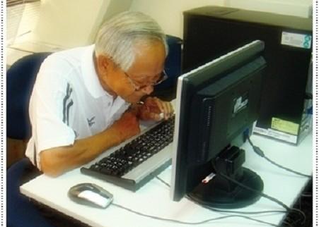 """คอมพิวเตอร์ กับ ผู้สูงอายุ ดูจะเป็นถนนคนละสายที่มุ่งไปในทิศทางที่กลับกัน ในบ้านเรานั้น จำนวนผู้สูงอายุมีมากมาย อันที่จริงคำพูดที่ว่า """"อายุเป็นเพียงตัวเลข"""" ดูจะไม่ไกลเกินความจริงนัก"""